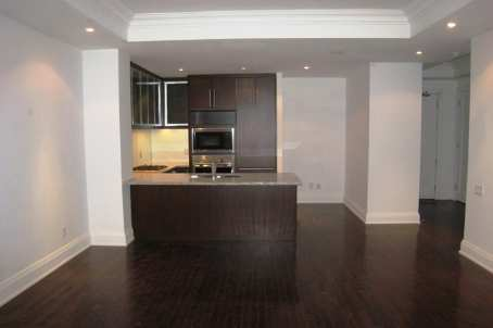 80 Yorkville 404 Towards Kitchen